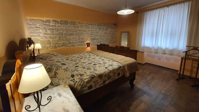 Spacious air-conditioned apartment for 5 persons, with terrace, 9