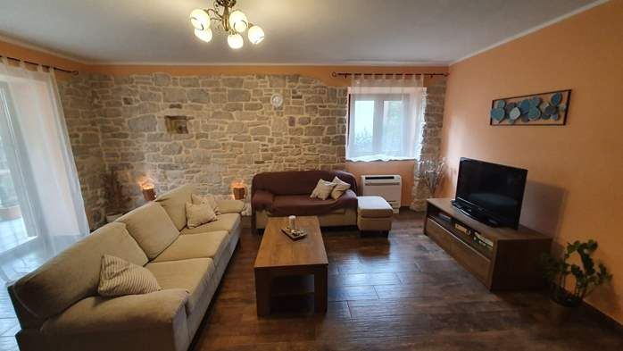 Spacious air-conditioned apartment for 5 persons, with terrace, 1