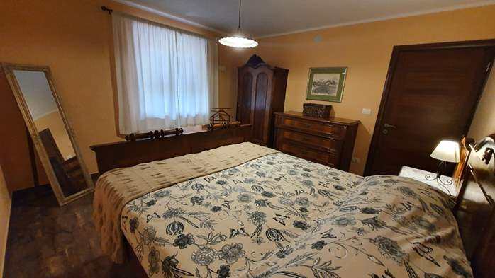 Spacious air-conditioned apartment for 5 persons, with terrace, 10