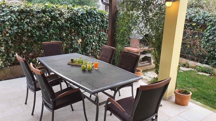 Spacious air-conditioned apartment for 5 persons, with terrace, 18