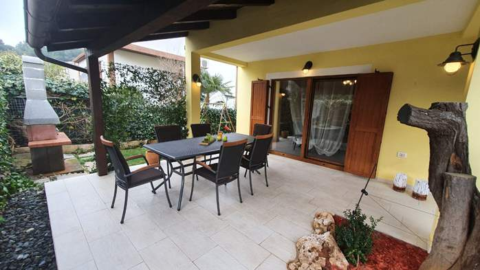 Spacious air-conditioned apartment for 5 persons, with terrace, 15
