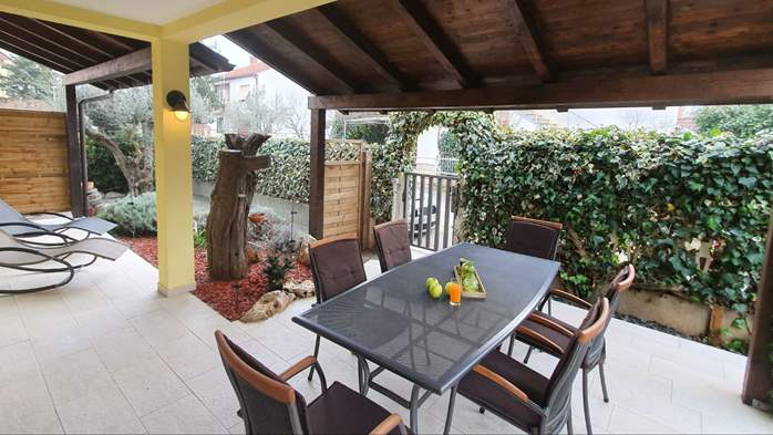 Spacious air-conditioned apartment for 5 persons, with terrace, 17