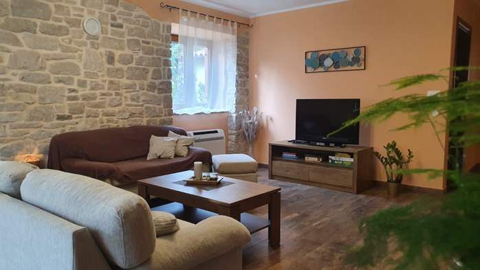 Spacious air-conditioned apartment for 5 persons, with terrace, 2