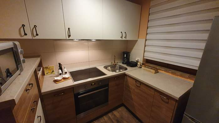 Spacious air-conditioned apartment for 5 persons, with terrace, 6