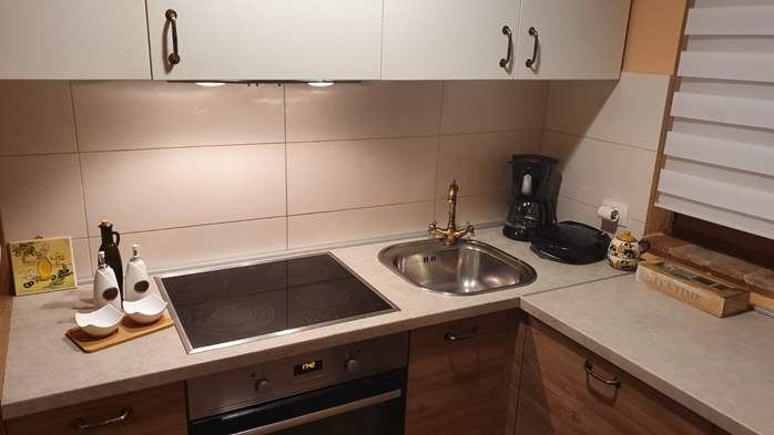 Spacious air-conditioned apartment for 5 persons, with terrace, 7
