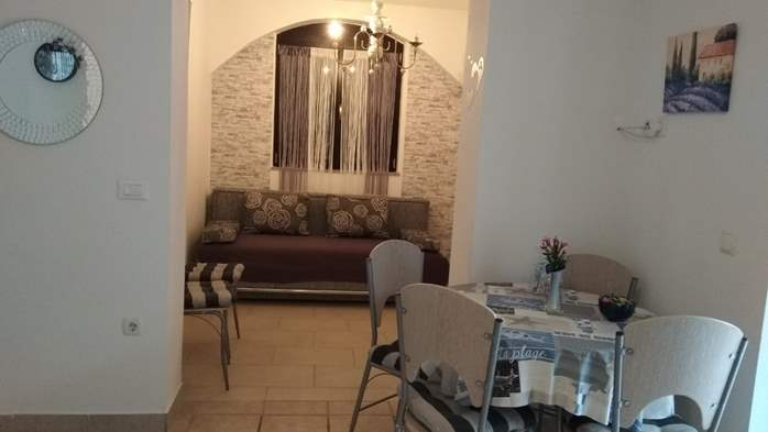 Apartment with covered terrace, barbecue for 4 persons, 3