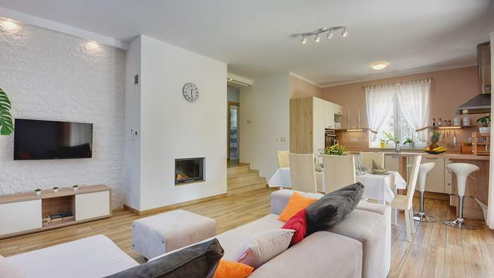 Beautiful villa in Pula for six persons, with private heated pool, 19