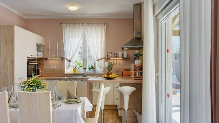 Beautiful villa in Pula for six persons, with private heated pool, 23