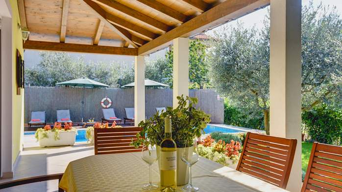 Beautiful villa in Pula for six persons, with private heated pool, 32