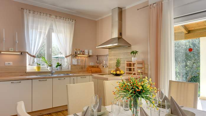 Beautiful villa in Pula for six persons, with private heated pool, 22