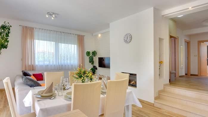 Beautiful villa in Pula for six persons, with private heated pool, 20