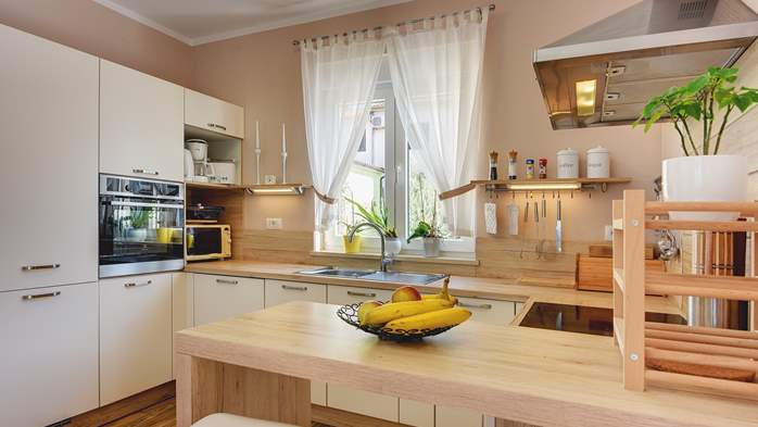 Beautiful villa in Pula for six persons, with private heated pool, 21