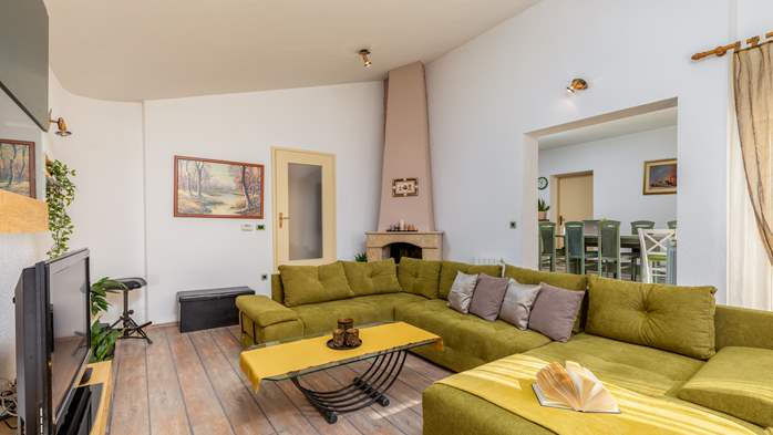 Villa in Pula with five bedrooms and a saltwater pool, 15