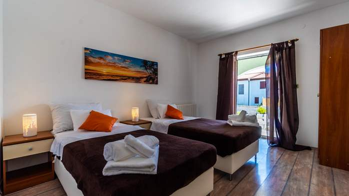 Villa in Pula with five bedrooms and a saltwater pool, 23
