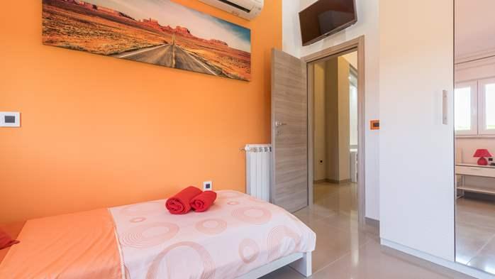 Beautiful villa with pool, playground, sauna and jacuzzi, 45