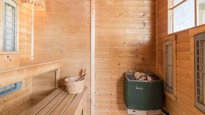 Beautiful villa with pool, playground, sauna and jacuzzi, 39