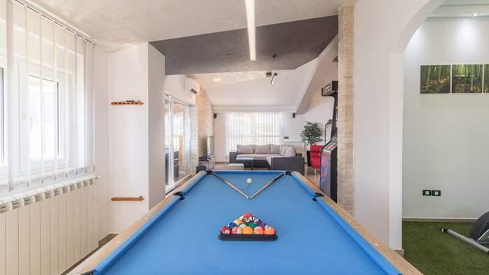 Beautiful villa with pool, playground, sauna and jacuzzi, 35
