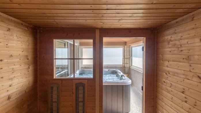Beautiful villa with pool, playground, sauna and jacuzzi, 38