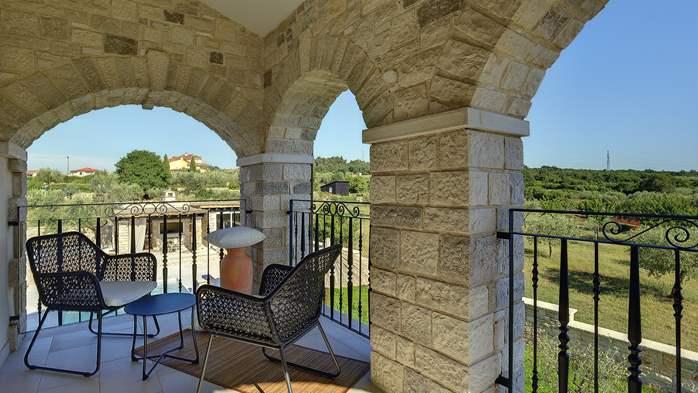 Stone villa near Rovinj, 2 swimming pools, 2 jacuzzis, 3 saunas, 72