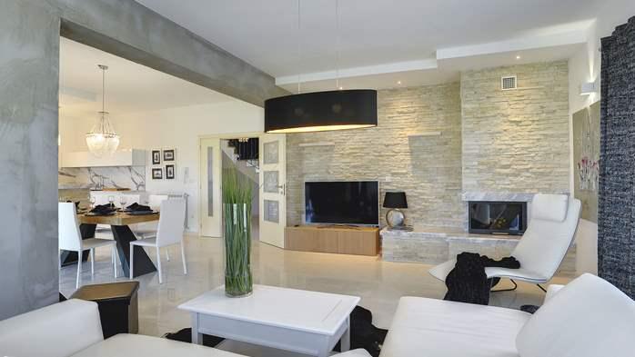 Stone villa near Rovinj, 2 swimming pools, 2 jacuzzis, 3 saunas, 63