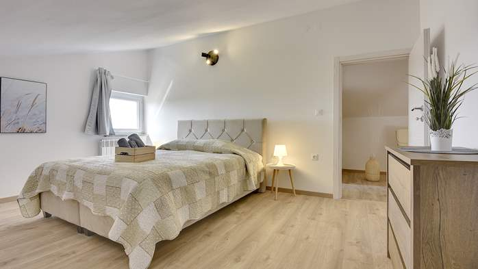 Spacious apartment for 6 people with gallery, 11