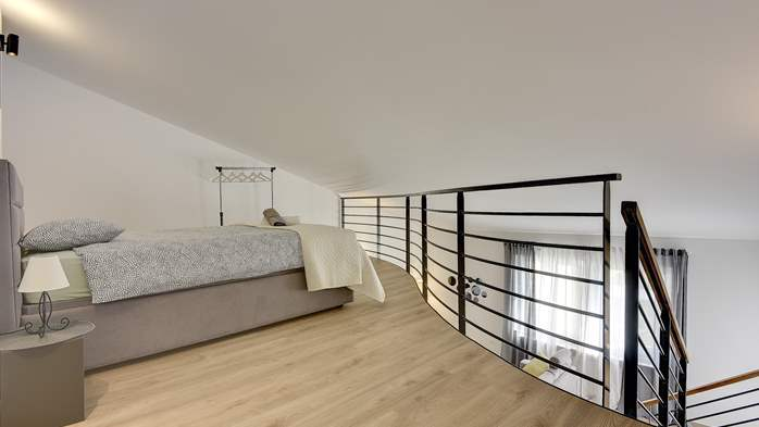 Spacious apartment for 6 people with gallery, 8