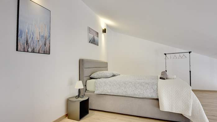 Spacious apartment for 6 people with gallery, 10