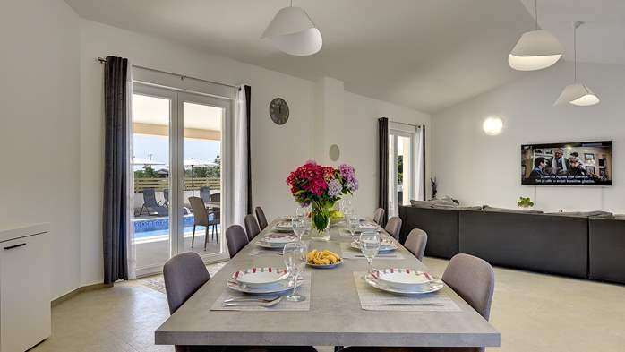 Spacious villa with three bedrooms and a private pool, 18