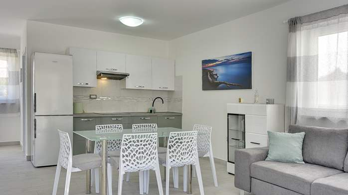 Beautiful villa with pool in Liznjan, with two bedrooms, 12