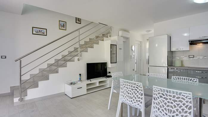 Beautiful villa with pool in Liznjan, with two bedrooms, 16