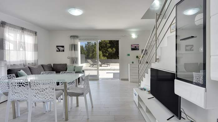 Beautiful villa with pool in Liznjan, with two bedrooms, 14