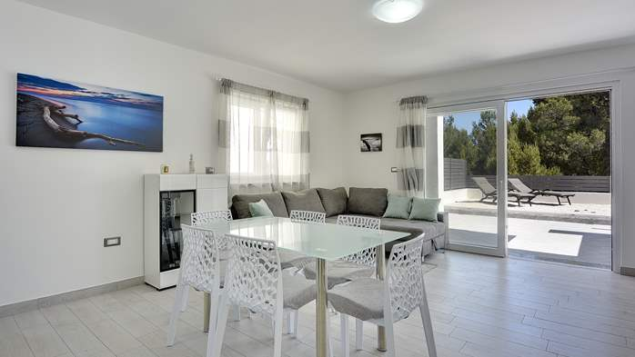 Beautiful villa with pool in Liznjan, with two bedrooms, 10