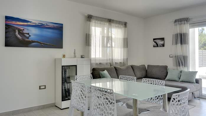 Beautiful villa with pool in Liznjan, with two bedrooms, 11