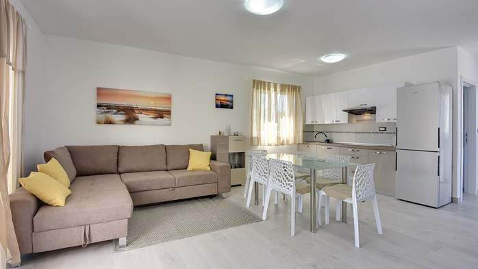Modern house in Liznjan, with two bedrooms and a sun terrace, 11