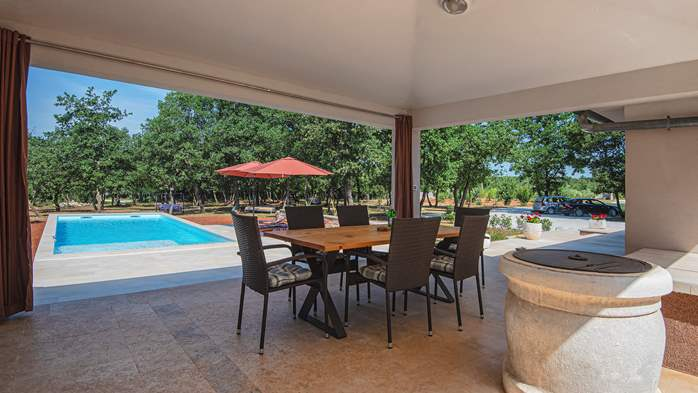 Villa with private pool for 4 persons, on a spacious property, 29