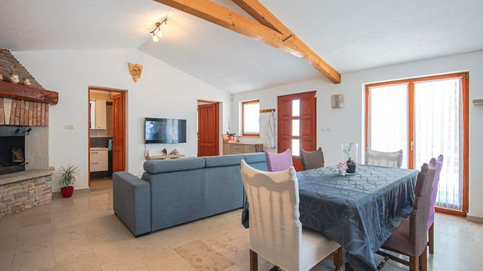 Villa with private pool for 4 persons, on a spacious property, 20