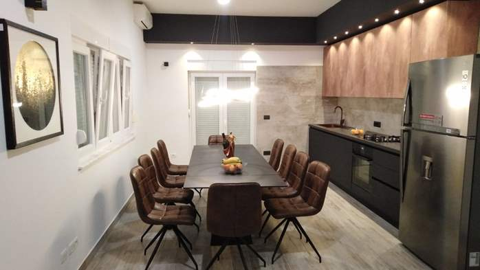 Modernly decorated Casa Mate in Medulin with 5 bedrooms, 8