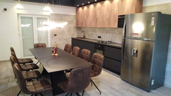 Modernly decorated Casa Mate in Medulin with 5 bedrooms, 7