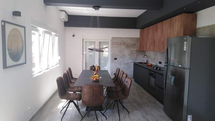 Modernly decorated Casa Mate in Medulin with 5 bedrooms, 9