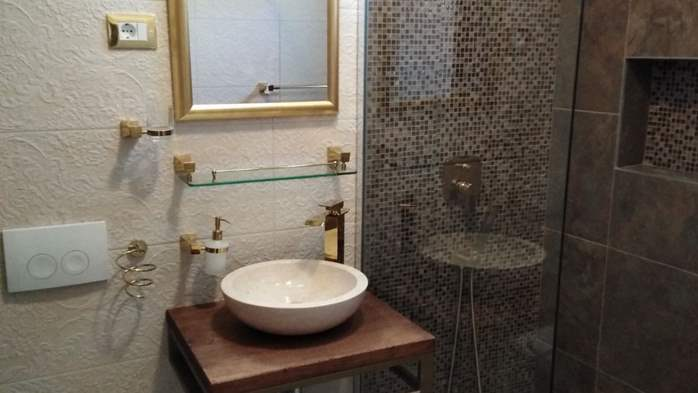 Modernly decorated Casa Mate in Medulin with 5 bedrooms, 21