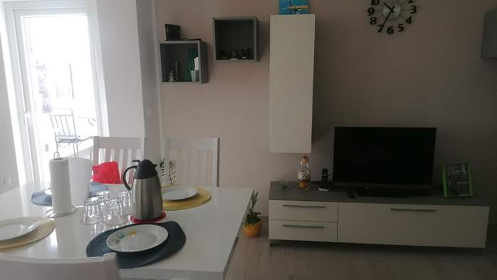 Newly renovated two bedroom apartment, WiFi, 4