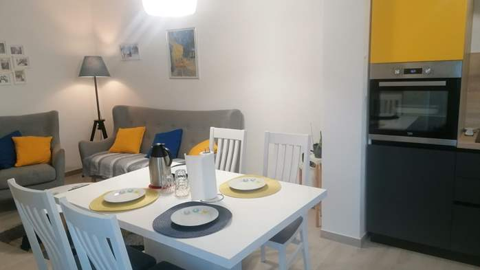 Newly renovated two bedroom apartment, WiFi, 3