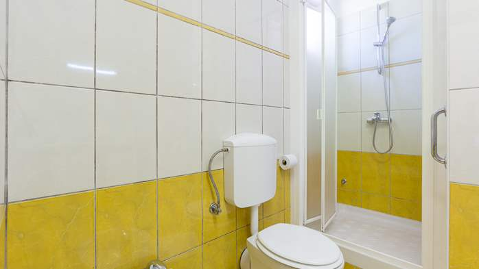 Newly renovated two bedroom apartment, WiFi, 9