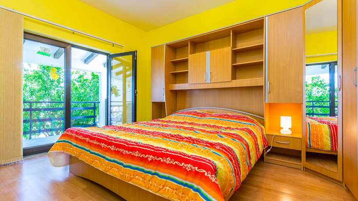Bright air-conditioned apartment with private covered terrace, 9