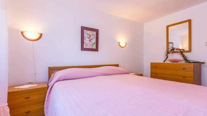 Bright air-conditioned apartment with private covered terrace, 7