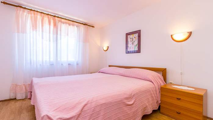 Bright air-conditioned apartment with private covered terrace, 8