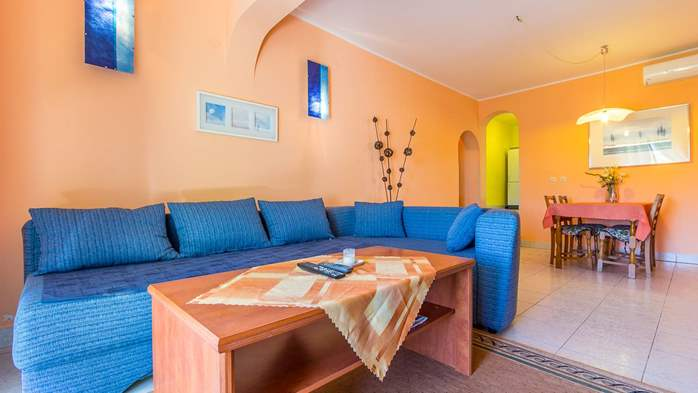 Bright air-conditioned apartment with private covered terrace, 2