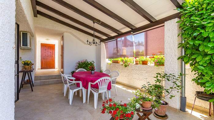 Bright air-conditioned apartment with private covered terrace, 12