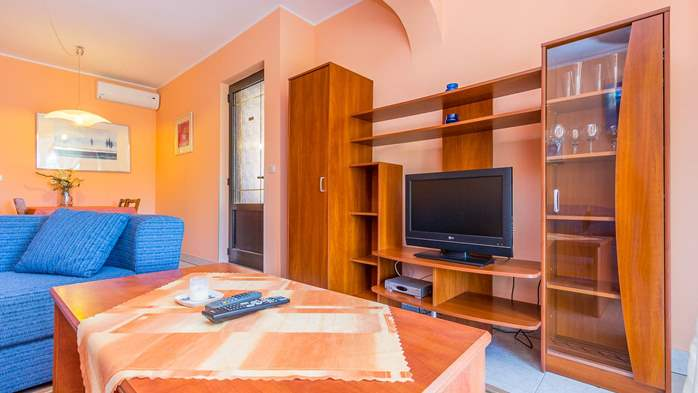 Bright air-conditioned apartment with private covered terrace, 4