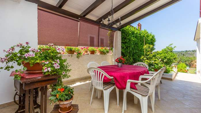 Bright air-conditioned apartment with private covered terrace, 13